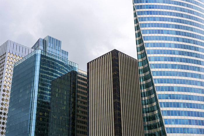 Puesta en marcha de un plan de comunicación de compras en el seno de una institución financiera pública francesa